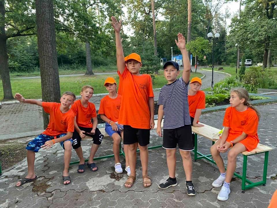 """53 дитини з Одещини поїхали в """"Артек"""" змінювати світ на краще"""