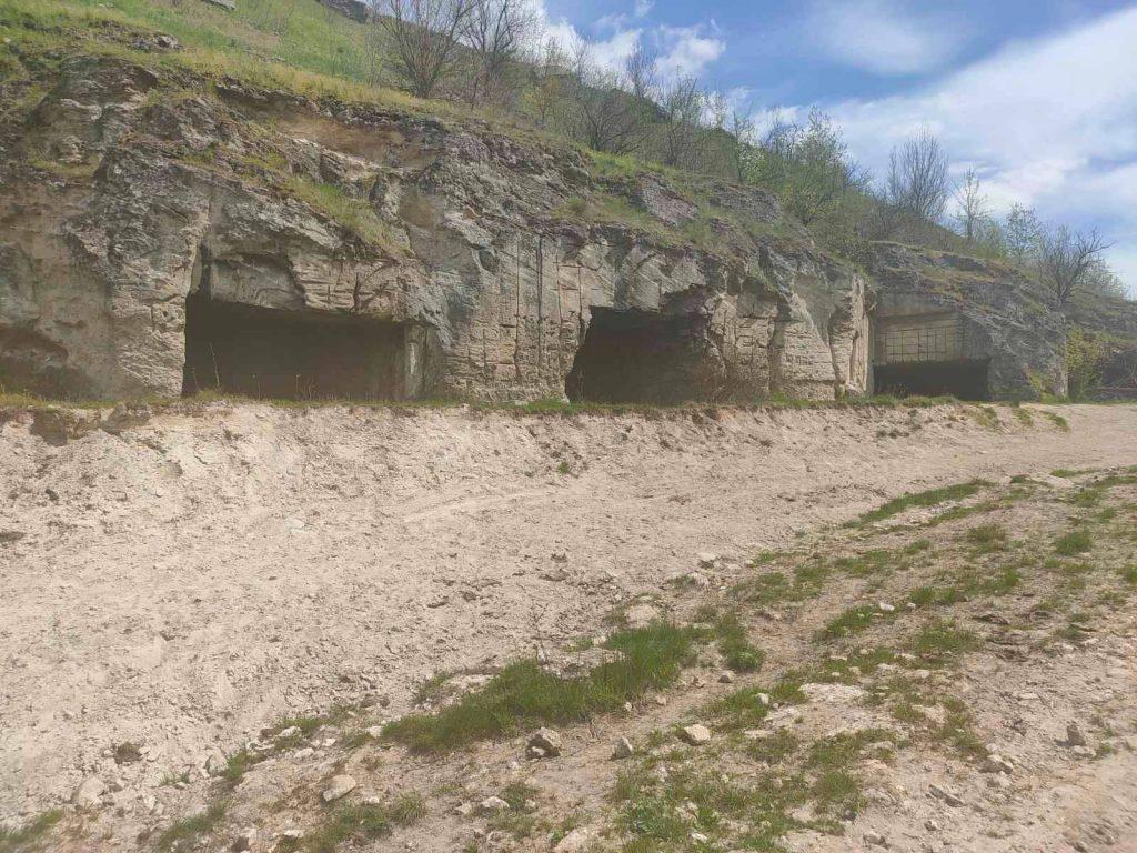Влада Подільського району закликає шанувальників зеленого туризму відвідати печеру Устима Кармелюка