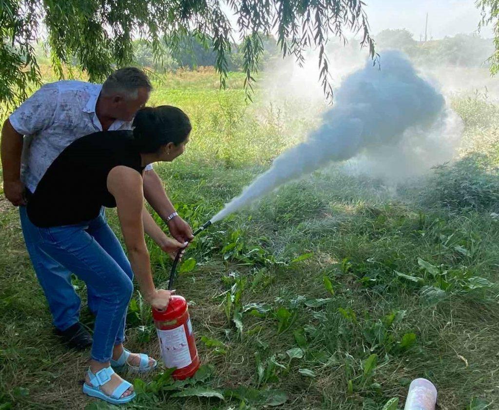 В Одеській області старости та апарат сільради вчилися боротися з вогнем