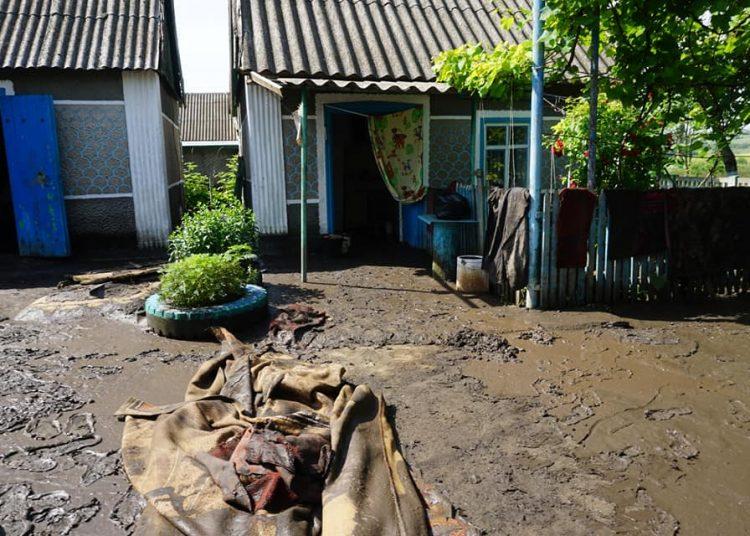 В Одеській області злива вимила плитку на вулиці Пушкінській