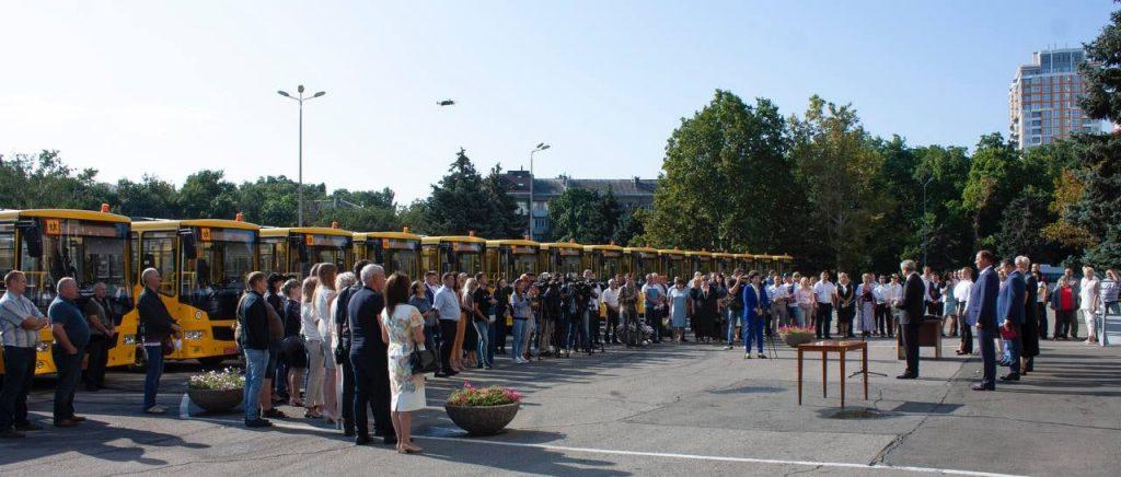 В Одеській області новий автобус отримала школа імені Бориса Дерев'янка