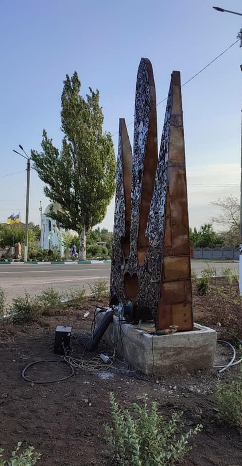 На Одещині спорудили пам'ятник Тризубу та фонтан-Кобзар Шевченка