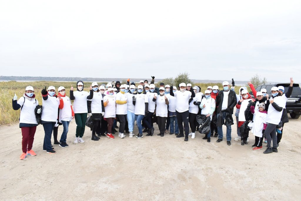 На східному узбережжі Куяльницького лиману активісти зібрали три вантажівки сміття