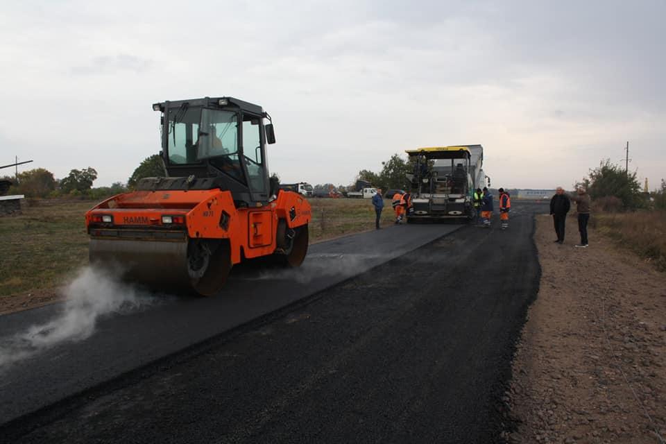 На Одещині до села двічі героя соціалістичної праці ремонтують дорогу