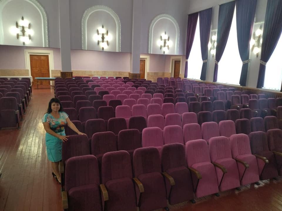 На премію за перемогу в обласному конкурсі сільрада закупила для клубу 250 багатих крісел